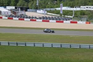 13 Eerste generatie Honda CRX die over het circuit scheurde